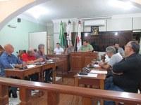Vereadores assinam requerimento pedindo informação sobre condições dos veículos do município